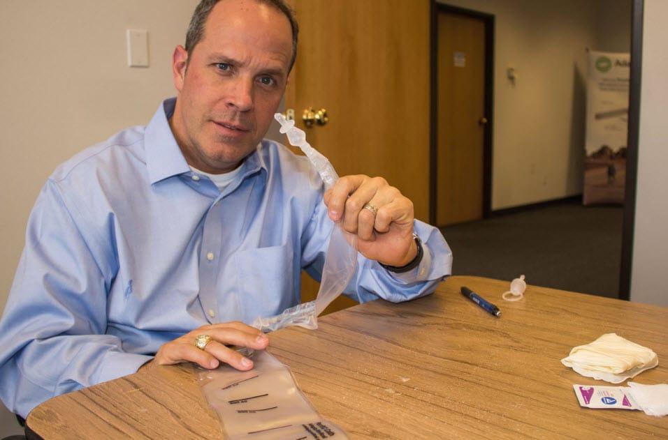 glen-house-holding-adapta-catheter